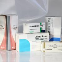 Gyógyszeres dobozok diszperziós lakkozással
